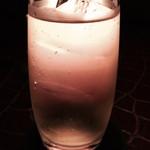 37798675 - 2杯目は、ウイスキーのソーダにした