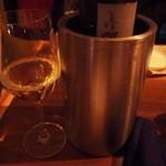 スパイスハーブホリデー - 原産国タイの白ワイン,シュナンブランをボトルで(3900円)