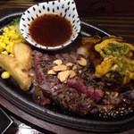 37799750 - ステーキ×ハンバーグランチ(1700円) 美味しいお肉の二重奏
