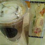タリーズコーヒー - メープルミルクラテ・シュリンプ&エッグサンド