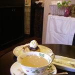 幸茶屋 - 料理写真:紅茶とスコーンをいただきます