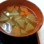吉野家 - まずい !! けんちん汁なのに底まで透けて見える。