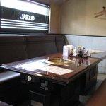 焼肉 ぐろーばる - 座敷もありますがソファのテーブル席もあります。