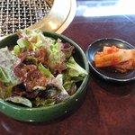焼肉 ぐろーばる - ランチセットのサラダ&キムチ