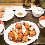 37800170 - 酢豚定食750円  (酢豚、鶏唐、卵スープ、杏仁豆腐、漬物)