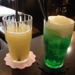 Kuudle cafe - グレープフルーツジュースとクリームソーダ