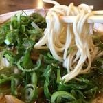 神戸ラーメン 第一旭 - 背脂の入った豚骨醤油スープ、細ストレートの硬麺、チャーシュー、ネギたっぷりの神戸のラーメンです(2015.5.10)