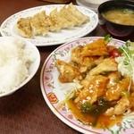 餃子の王将 - 2014年6月 鶏肉の香味揚げ、ライス中、餃子【全部で896円】
