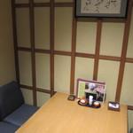 佳肴 あさひ山 - 個室の6名テーブル席