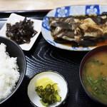 マルト食堂 - 煮魚定食 1,050円=15年5月