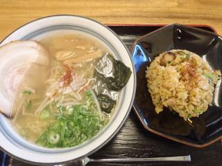 麺屋 無双 - 牛骨ラーメン半炒飯セット650円+230円