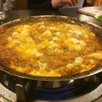 たわら - 鉄板鍋の締めに雑炊が出来ます。もうおなか一杯なんだけど食べちゃう。