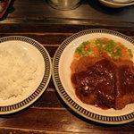 末福 - ランチのビーフカツとご飯です。
