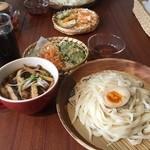 チルミーカフェ - 肉汁うどん(ランチセット)