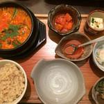 菜々 土古里 - スンドゥブチゲセット(¥1400)