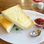 ギャラリー・エフ - ペリカンのトースト