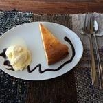 オモンマテント - チーズケーキとスプーン・フォーク