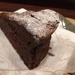 すずのすけの豆 - 自家製濃厚チョコレートケーキ
