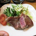 37814983 - 季節のお料理2品のひとつ。                       なんとステーキです。                       お寿司屋なのにステーキが美味しい店(笑)。