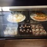 LOOP - 入口近く・ケーキのケース!