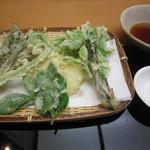 蕎麦 ひびき庵 - 「春山菜の天ぷら盛合せ」