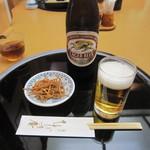 蕎麦 ひびき庵 - 「瓶ビール」、お通しの「揚げ蕎麦」