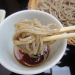 蕎麦 ひびき庵 - 蕎麦を啜る