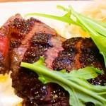37817185 - 赤牛ランプ肉の炭焼きステーキ