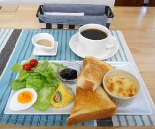 カフェ アロハマイ - ヘルシーモーニングとホットコーヒー(ハワイアンコナコーヒー)
