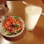 クリスナキッチン - Aランチのサラダとラッシー
