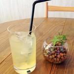 3丁目カフェ - 食前ドリンク:アップルジュース