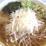 37822569 - ねぎしおらーめん(大盛り)                        シンプルでうまい。                       スープが美味しくて完飲してしまう。