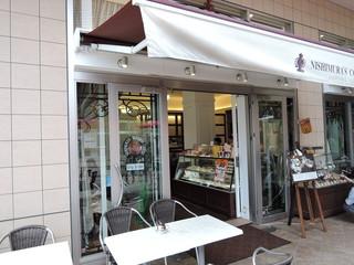 にしむら珈琲店  あまがさきキューズモール店 - 外観は白を基調とした上品でオシャレな雰囲気。