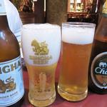 サラリムナム - ビールで乾杯!                             シンハービールとチャーンビール。