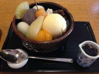 紀の善 - クリームあんみつ(874円)+白玉2つ追加(41円×2)