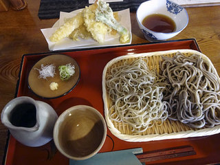 そば切り 温 - 10食限定・二種もりそば920円、天ぷら盛り合わせ(海老、牡蠣、ごぼう)660円