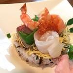 てまりぼく - 鯛、ハマチ、サーモン、イクラ、海老、卵の豪華なちらし寿司です