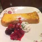 ビリオン珈琲 - 春季限定 いちごのベリー フレンチトースト ¥590 ドリンクセット ¥840