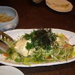 ごち魂 - 自家製豆腐とジャコのサラダ