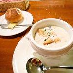 ビストロ旬亭 - ランチのスープ(ジャガイモとしめじ)とパン