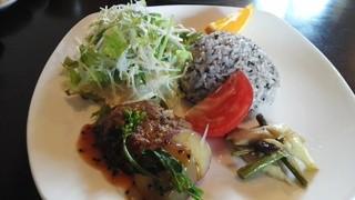 cafe and food COLO - 『季節のお野菜たっぷりおひるごはん』メイン h27.5.11撮影