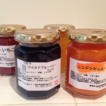37831292 - 今回購入したもの☆マーマレード、いちご、ワイルドブルーベリー、ニンジン