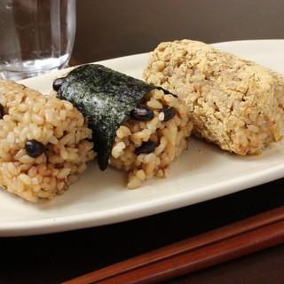 ご飯には、天然もずく入り無農薬・無肥料の発芽酵素玄米を使用