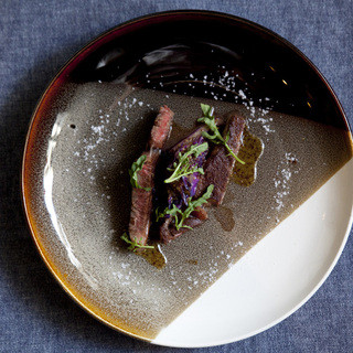 鹿児島県産黒毛和牛のサーロインをご用意しております。