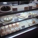 MANIWA FARM チーズケーキ工房 - 店内②