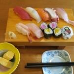 37837725 - ランチの寿司