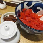 下釜 - 一緒に添えられた福神漬け・辛味噌と卓上のポン酢。 これらを足しながら、味わうのも楽しいです。