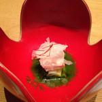 37847626 - 先付:分葱と新玉葱の緑酢掛け 鶏の真空煮 糸辛子