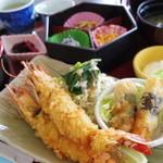 サンゴショウ - ジャンボエビ2つが入った「海老フライ定食」