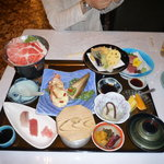 レストハウス - 季節の会席御膳、沢山の料理が一度に味わえる